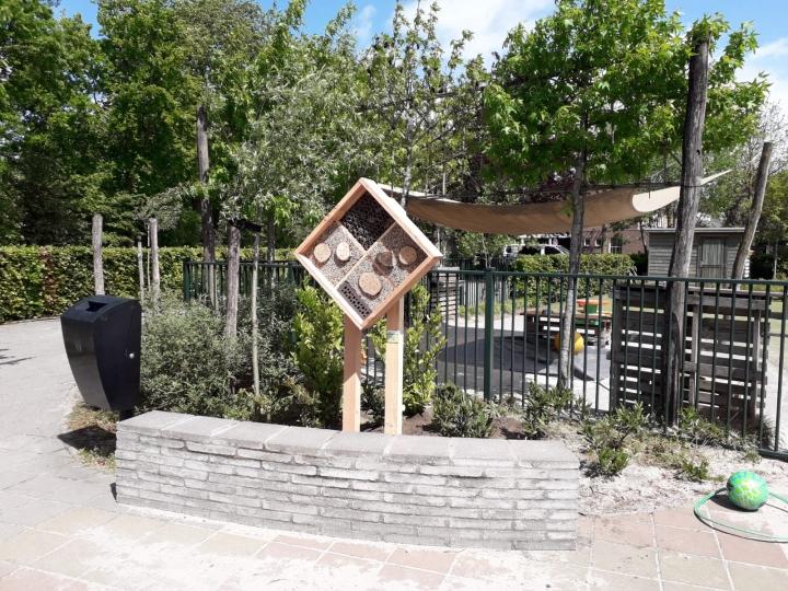 Bijenhotel bij basisschool de Plataan